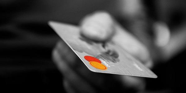 カードやローンで支払い